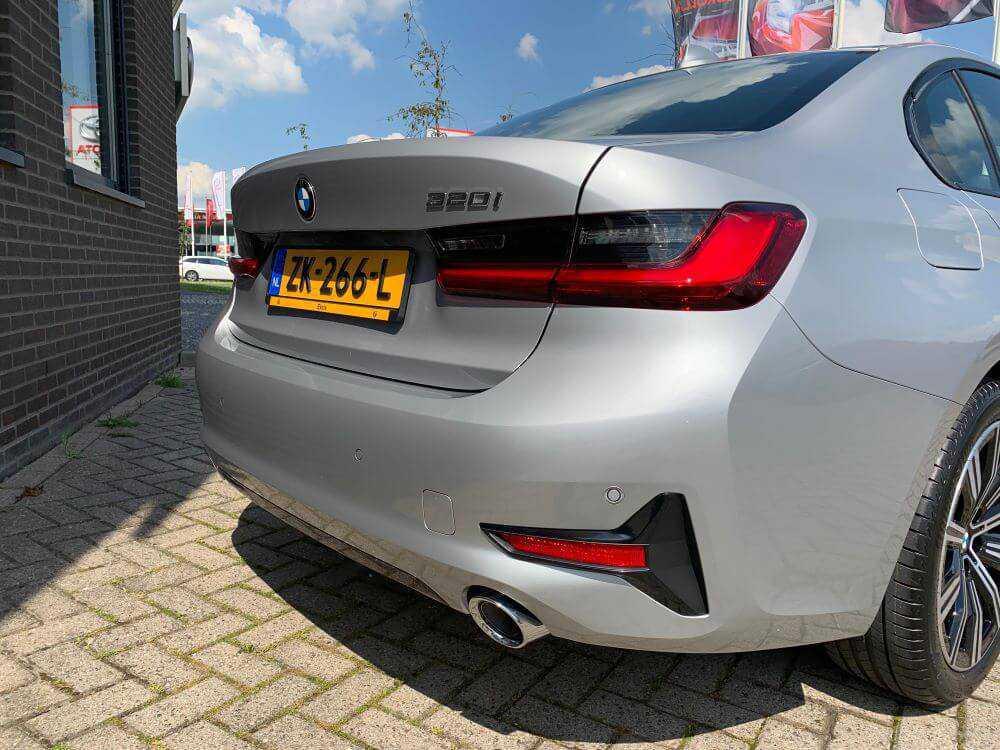 BMW 3 serie sedan 320ia Achterkant