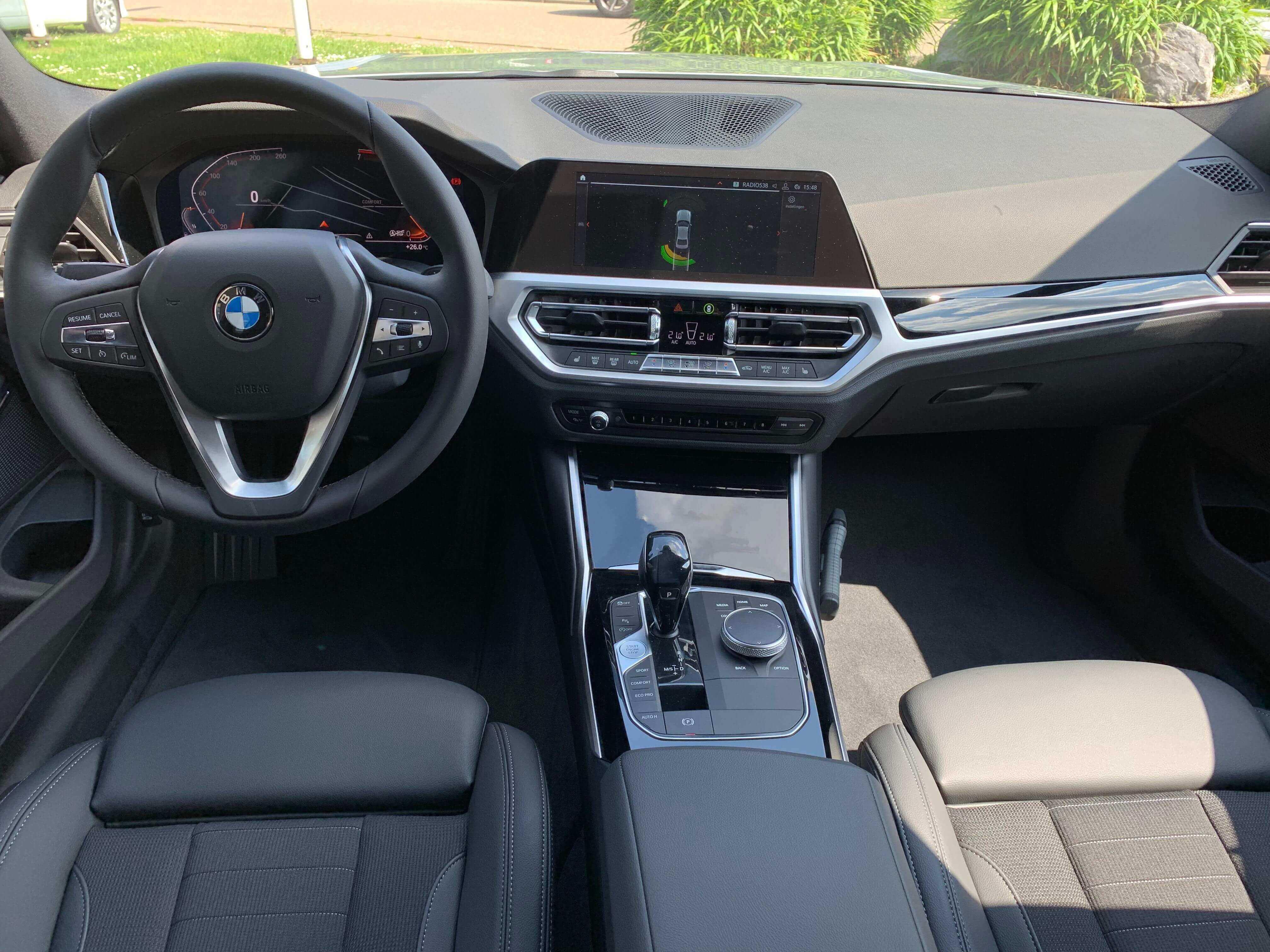 BMW 3 serie sedan 320ia binnenkant