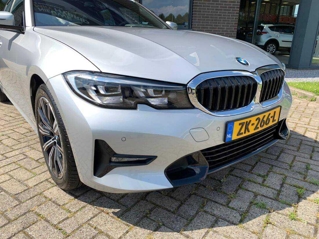 BMW 3 serie sedan 320ia voorkant
