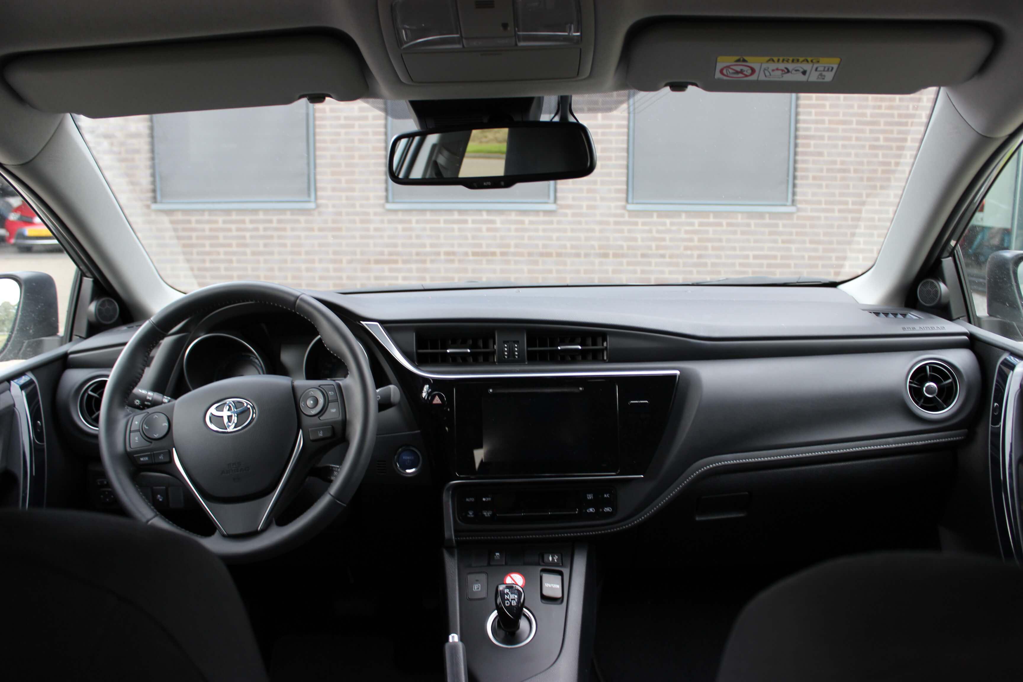 Toyota Auris TS Hybrid binnenkant