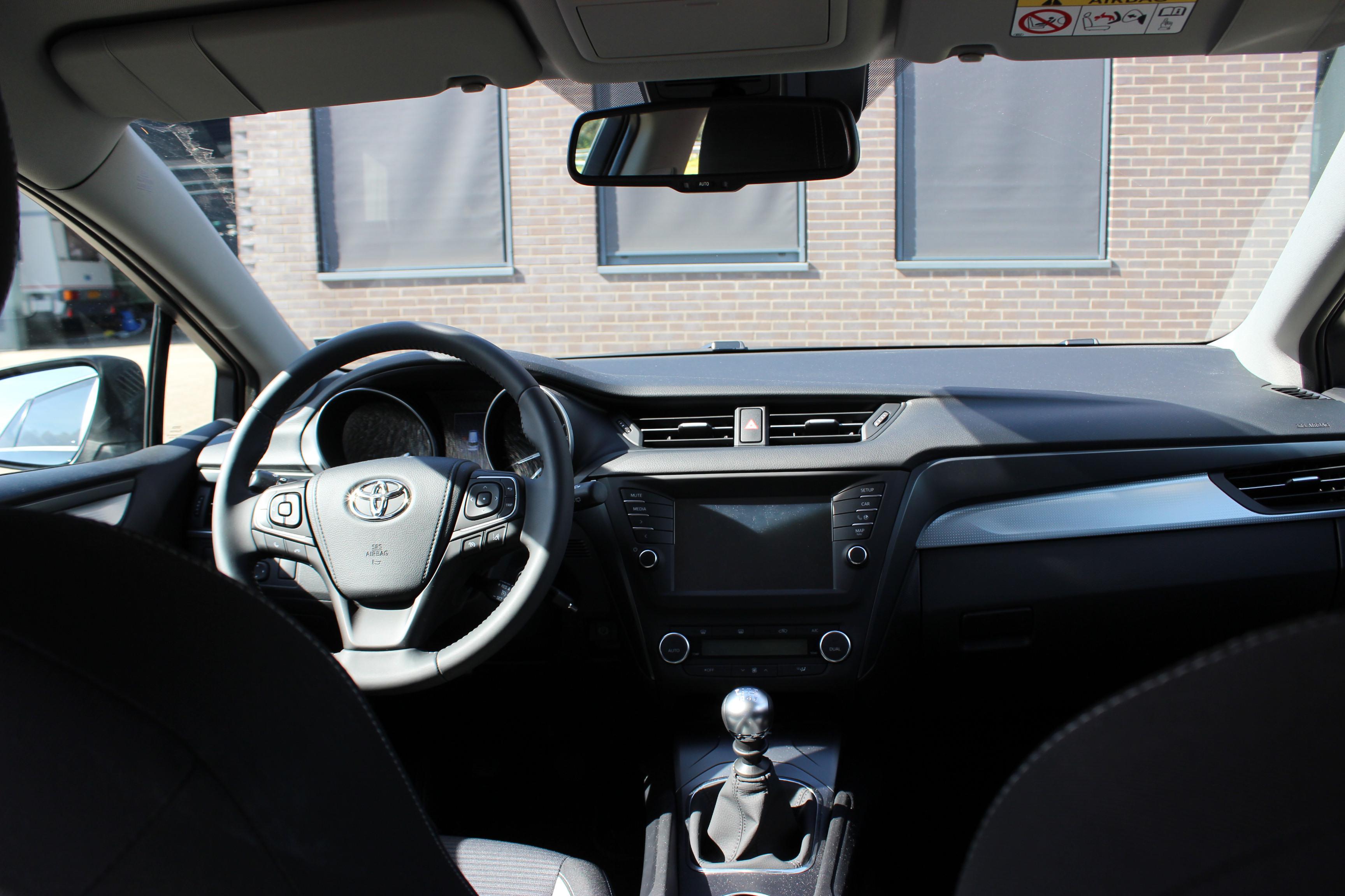Toyota Avensis TS binnenkant