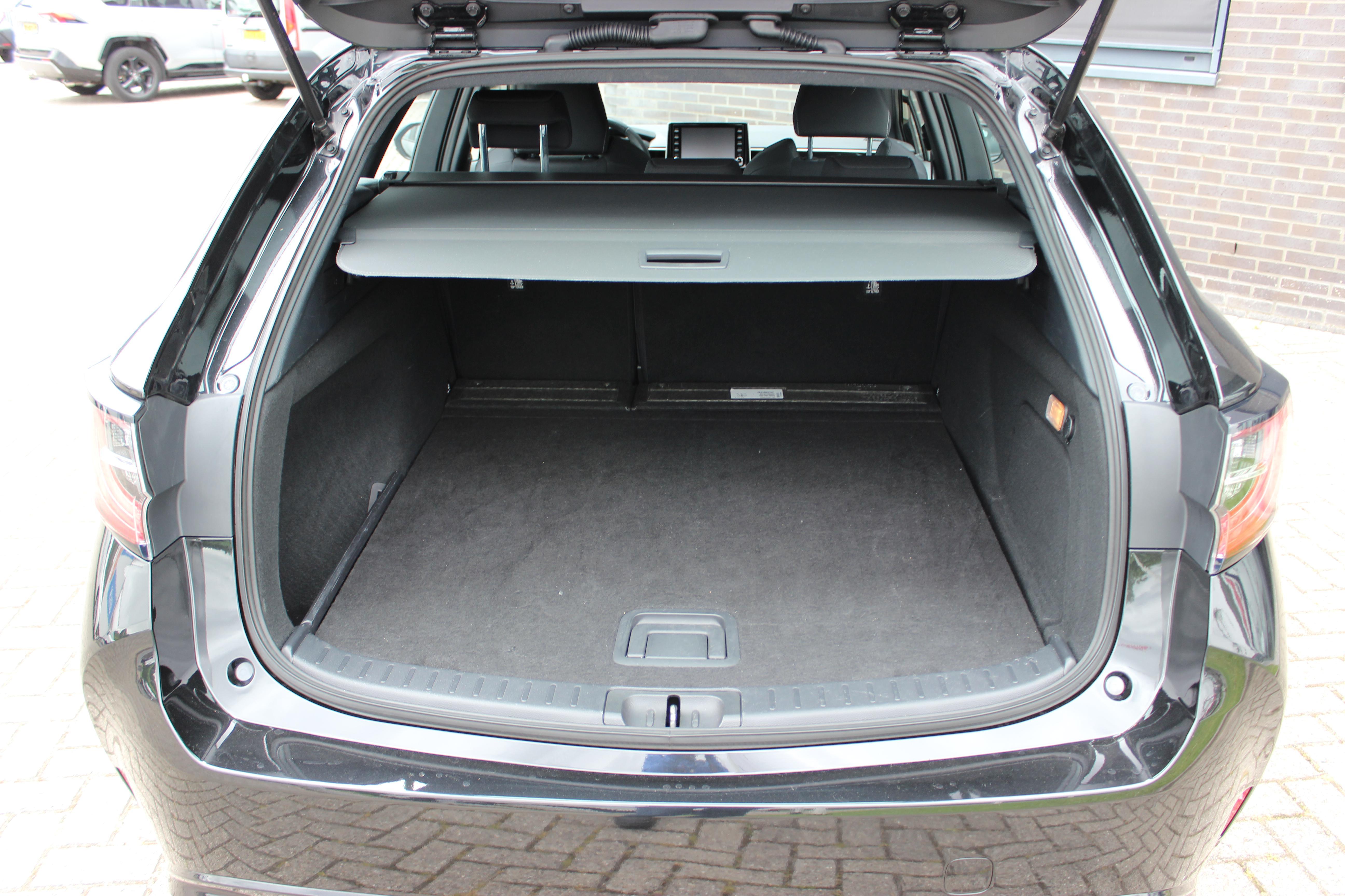 Toyota Corolla TS Hybrid 2.0 achterbak