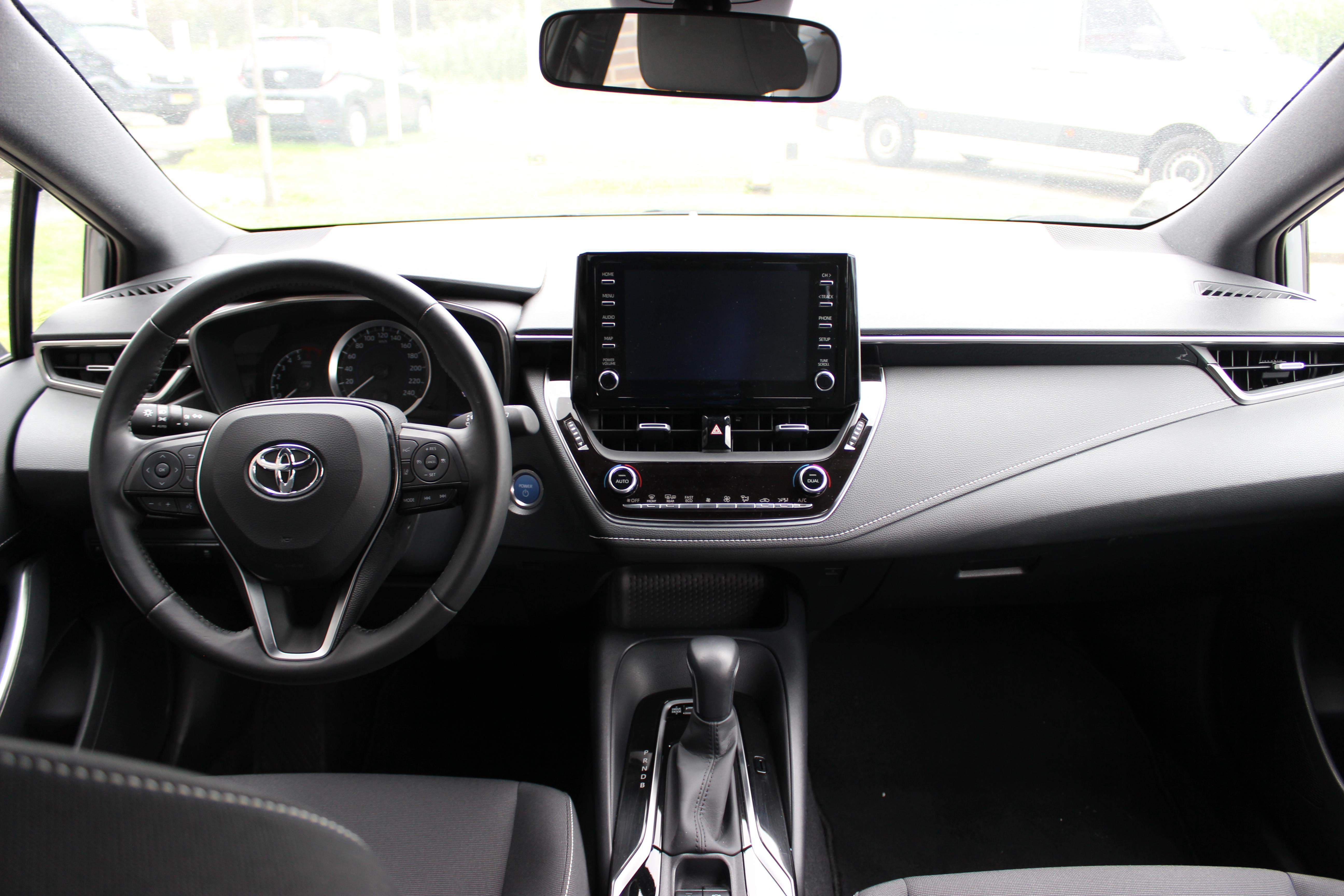 Toyota Corolla TS Hybrid binnenkant