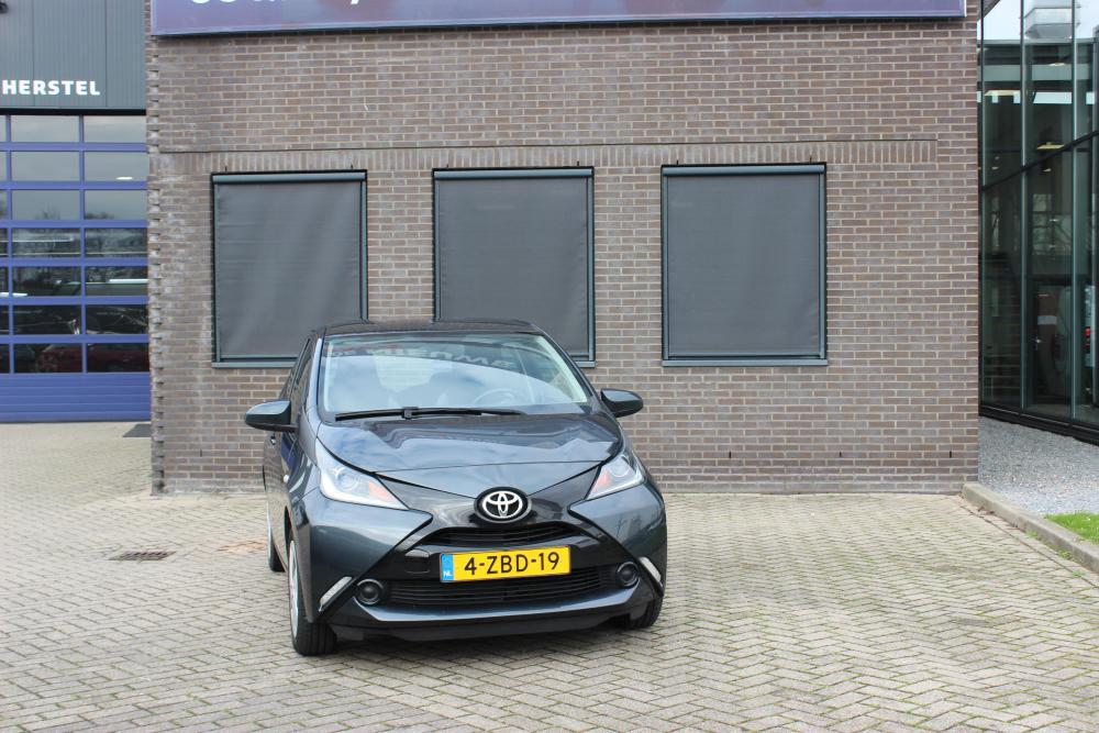Toyota aygo x play shortlease