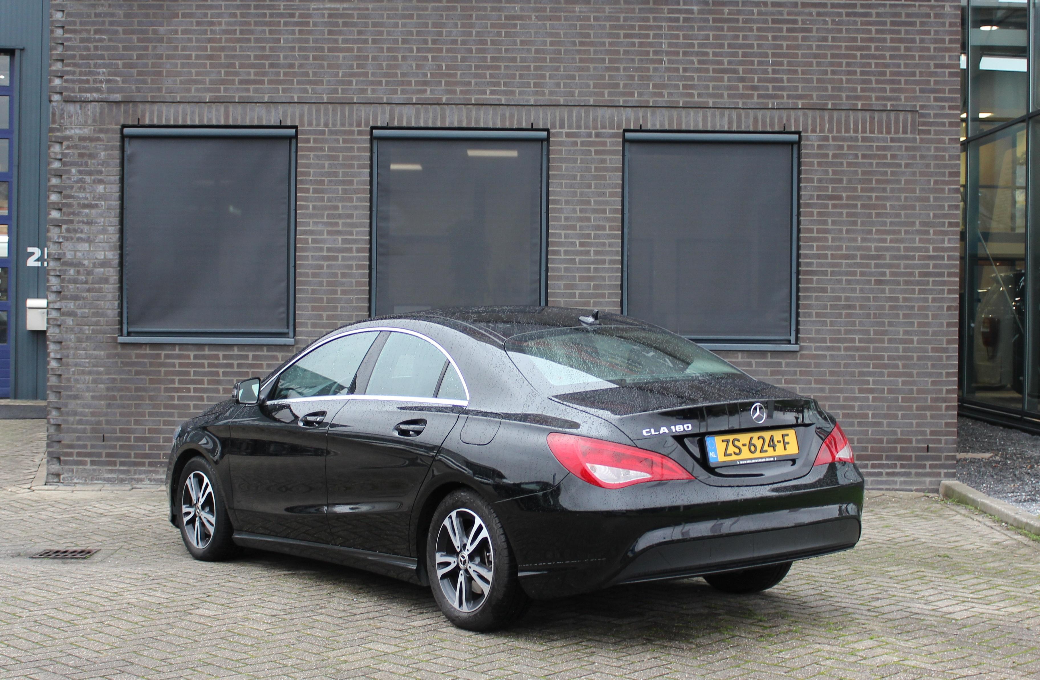 Mercedes Benz zwart achterzijde